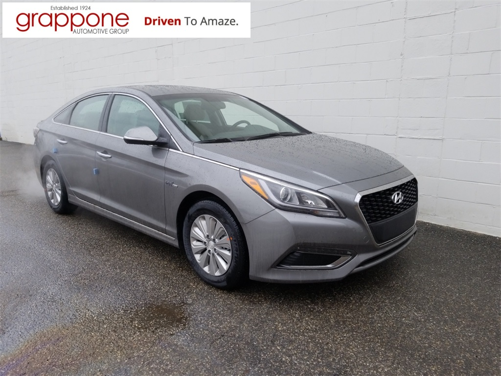 New 2017 Hyundai Sonata Hybrid SE 4D Sedan in Bow %%di state